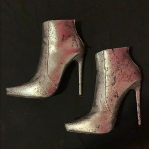 Shoes - Super classy pointed silver boots